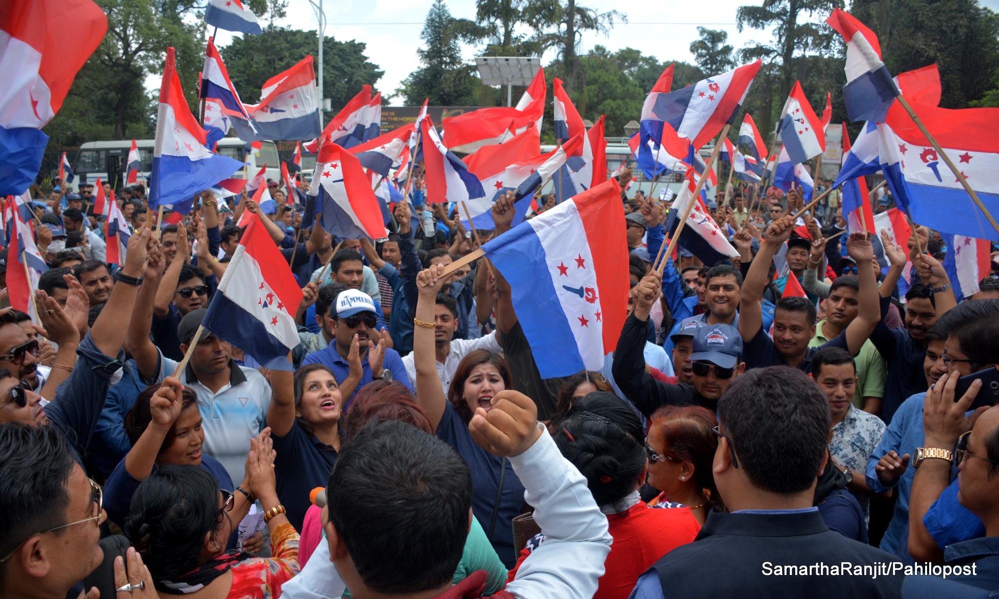 सरकारको कार्यशैलीप्रति असन्तुष्ट तरुण दलको विरोध सभा, हेर्नुस् ९ फोटो