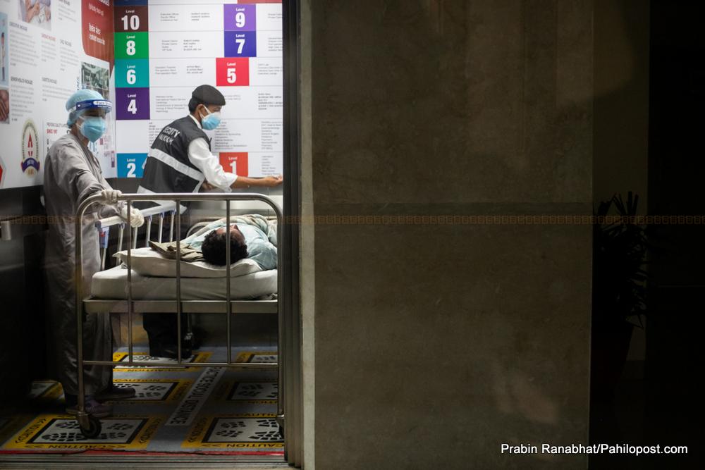 सरकार र निजी अस्पतालको द्वन्द्वको मारमा बिरामी : कोभिड - १९ को संक्रमणमा यसरी निम्तियो सकस